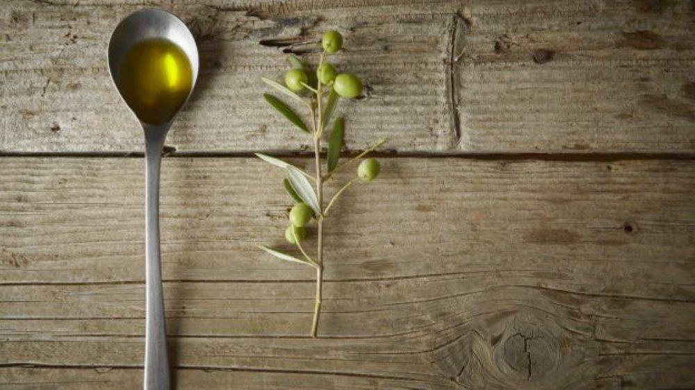 Olio extravergine d'oliva e salute Il consumo di olio extra vergine di oliva riduce l'accumulo di grasso nel fegato e ne preserva l'equilibrio