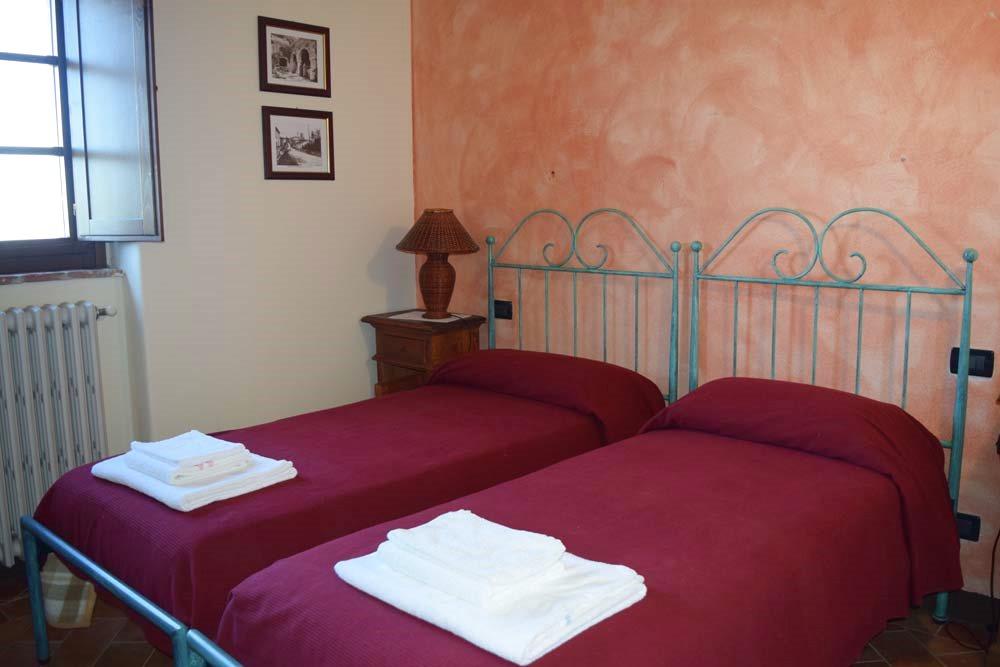 IL FIENILE 2 camere da letto, bagno con idromassaggio, soggiorno con angolo cottura. 3+2 posti letto.